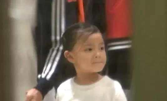 资讯生活刘德华女儿正面照曝光 笑容灿烂衣着朴素似邻家小妹妹